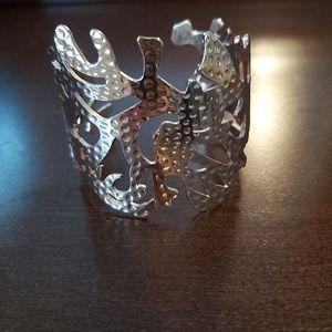 Beautiful gold color coral design bracelet.